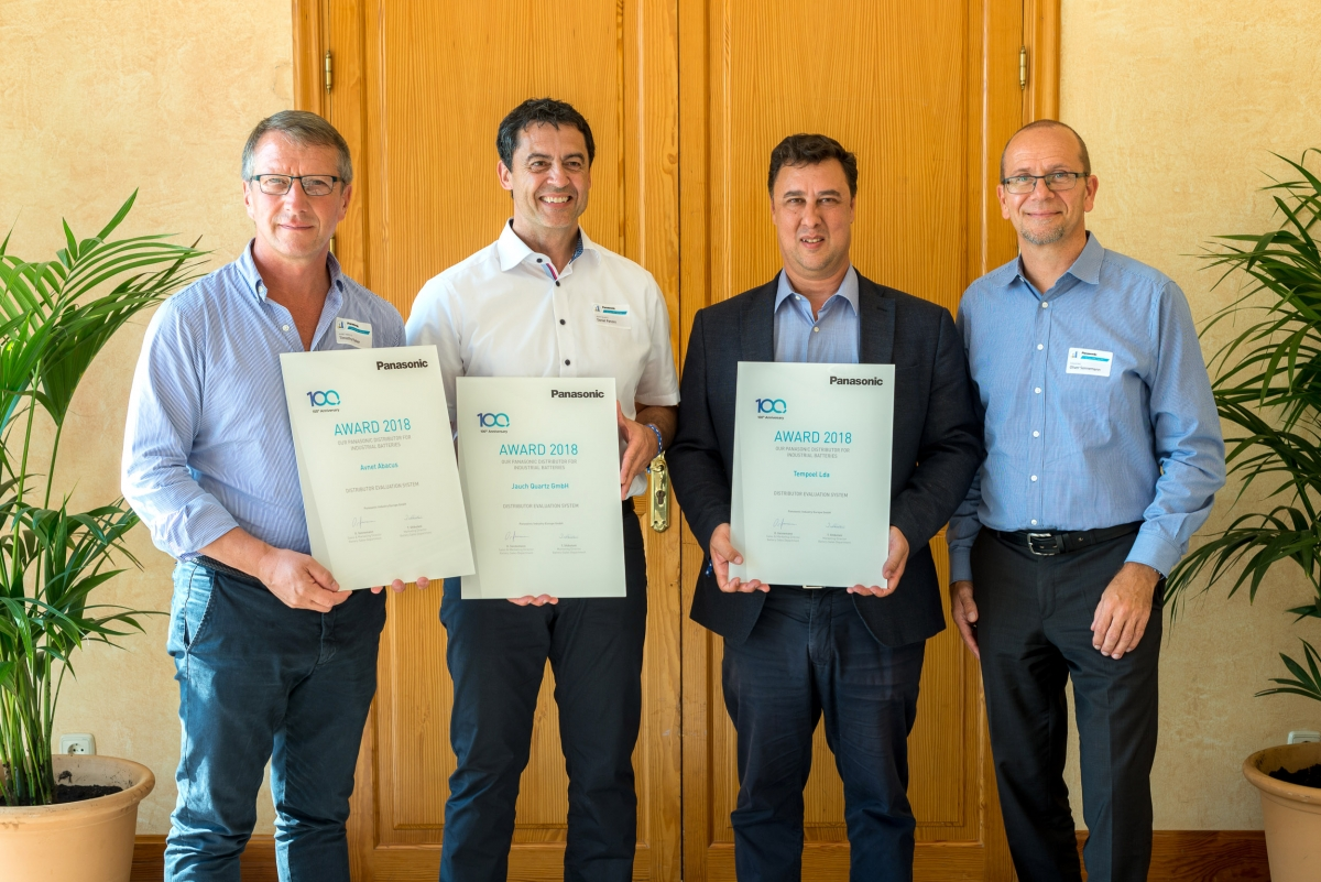 Battery Sales Award: The top 3 winners Timothy Parker, Daniel Panzini and Rui Rosa, together with Oliver Sonnemann, Sales & Marketing Director for Batteries at Panasonic (from left).